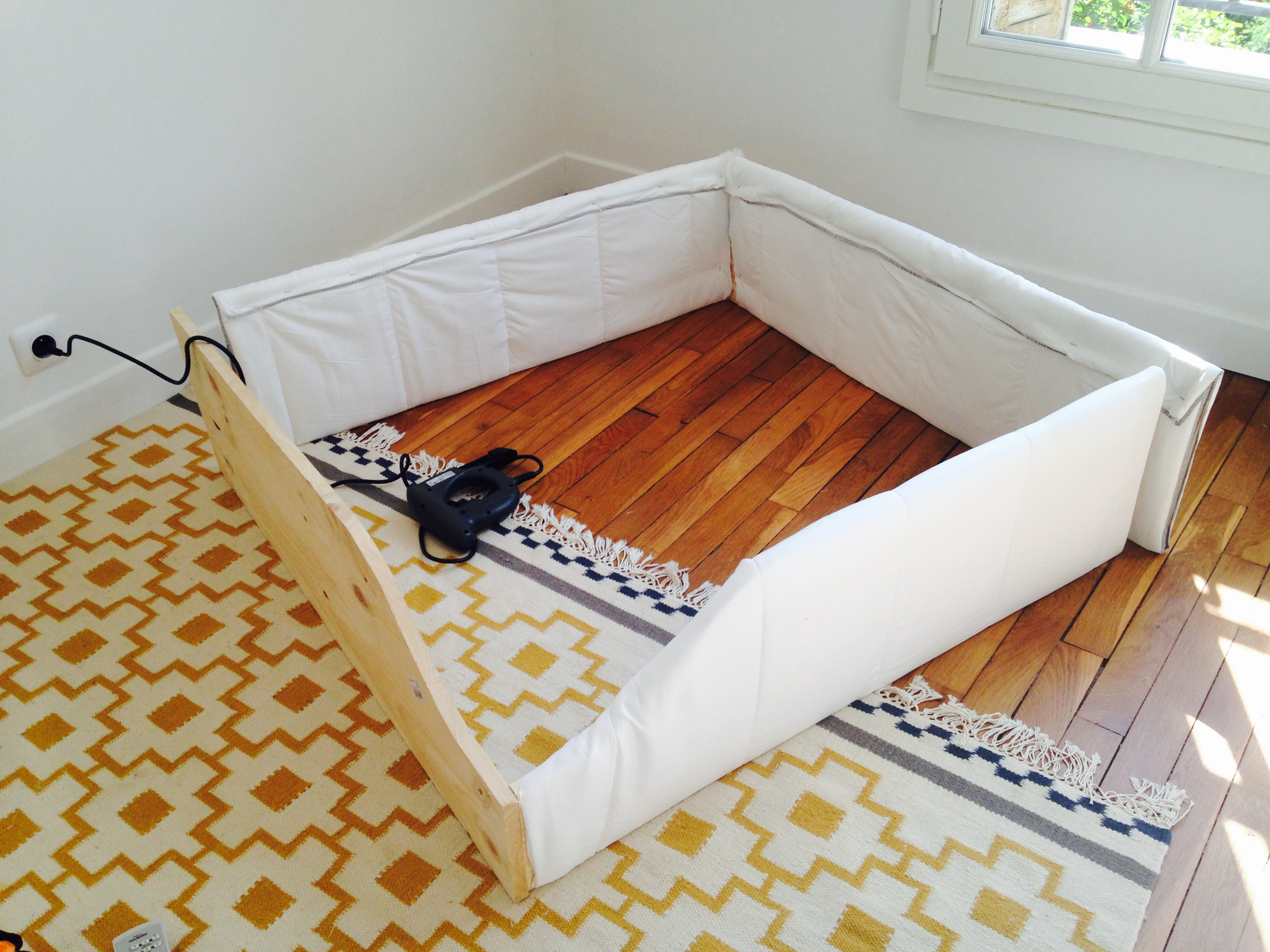 lit au sol 2 suite mais pas fin les enfants tranquilles. Black Bedroom Furniture Sets. Home Design Ideas